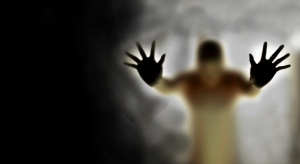 scary-wallpaper-man's-figure-in-fog-730x400
